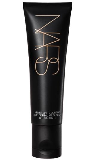 Легкое тональное средство с бархатистым эффектом Velvet Matte Skin Tint SPF 30 / PA +++ от Nars