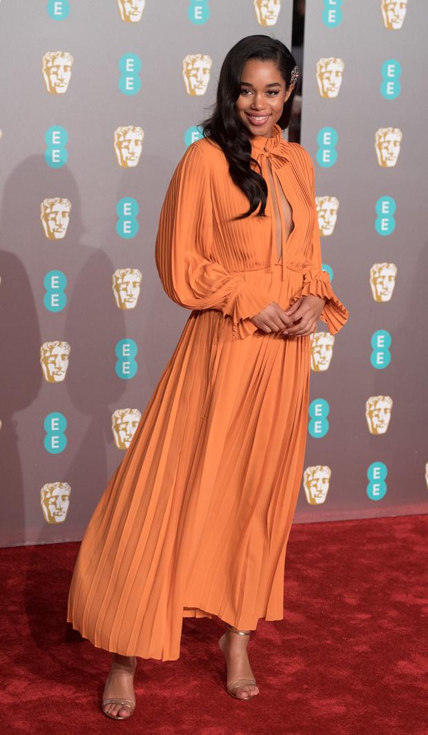 Британский стиль: 9 лучших платьев и 1 смокинг на BAFTA-2019 (фото 11)