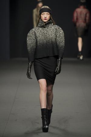 Показы мод Byblos Осень-зима 2013-2014 | Подиум на ELLE - Подиум - фото 697