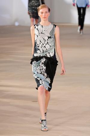 Показы мод Preen by Thornton Bregazzi Весна-лето 2012 | Подиум на ELLE - Подиум - фото 2031