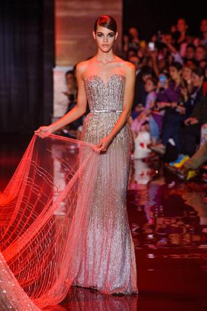 Показ Elie Saab коллекции сезона Осень-зима 2013-2014 года Haute couture - www.elle.ru - Подиум - фото 556199