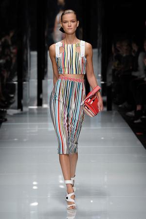 Показы мод Versace Весна-лето 2011 | Подиум на ELLE - Подиум - фото 2539