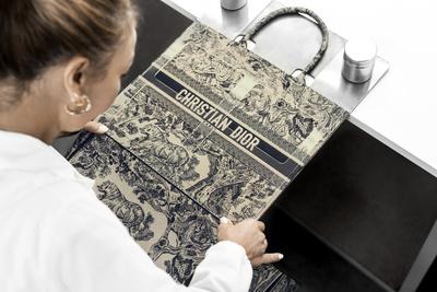 История одной сумки: как создается Dior Book Tote (галерея 2, фото 3)