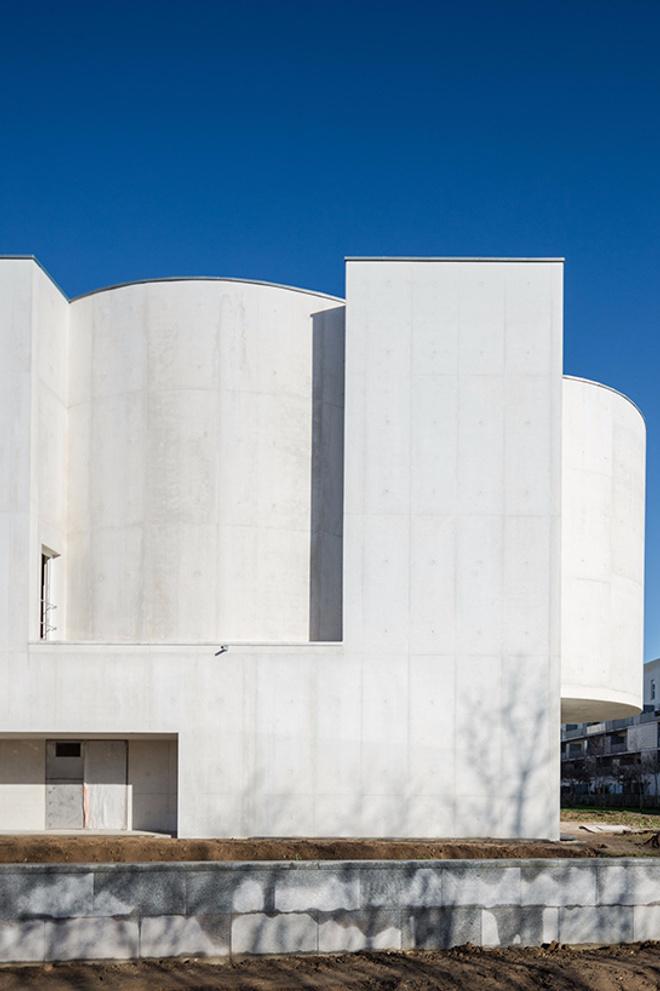 Бетонная церковь Алваро Сизы во Франции (фото 1.2)