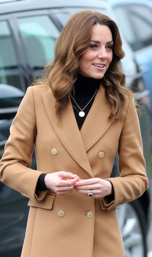 Кейт Миддлтон в безупречном бежевом пальто (фото 0.2)