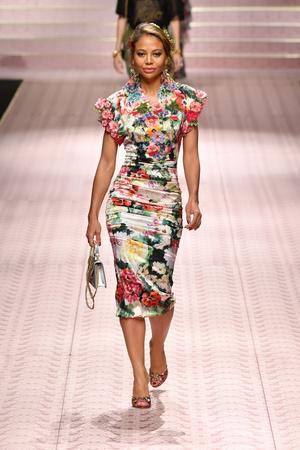 В духе Met Gala: звездопад на показе Dolce&Gabbana (фото 8.1)