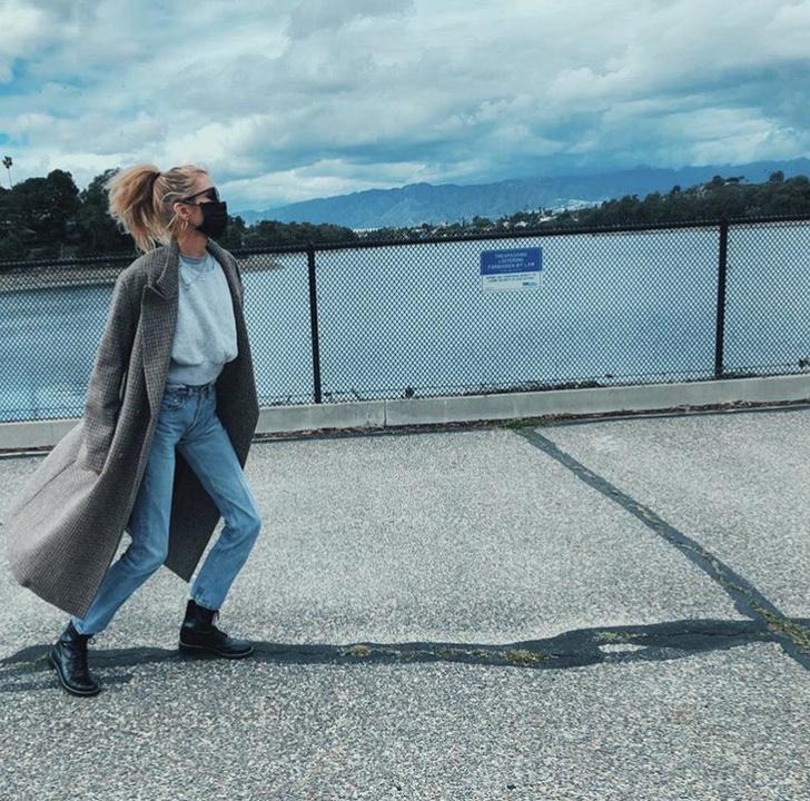 На прогулку только в маске: показательный пример Стеллы Максвелл (фото 3)