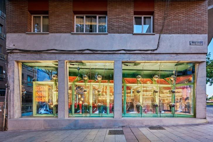 Кафе Run Run Run с подвесным садом в Мадриде (фото 12)