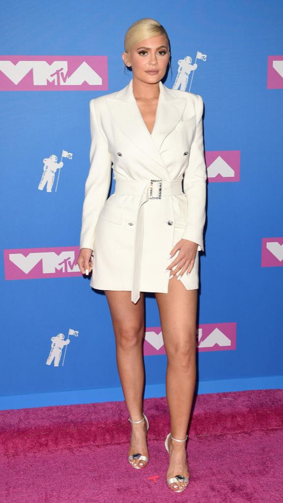 Total-white: знаменитости в белых нарядах на VMA (фото 1)