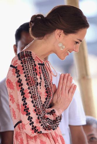 Почему Кейт Миддлтон никогда не красит ногти ярким лаком? фото [22]