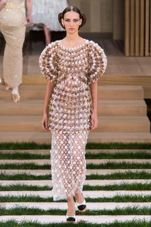 Показ Chanel коллекции сезона Весна-лето  2016 года haute couture - www.elle.ru - Подиум - фото 602767