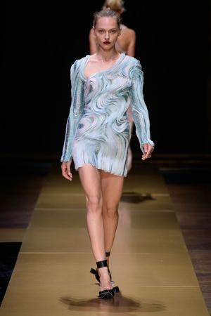 Показ Atelier Versace коллекции сезона Осень-зима 2016-2017 года Haute couture - www.elle.ru - Подиум - фото 606836