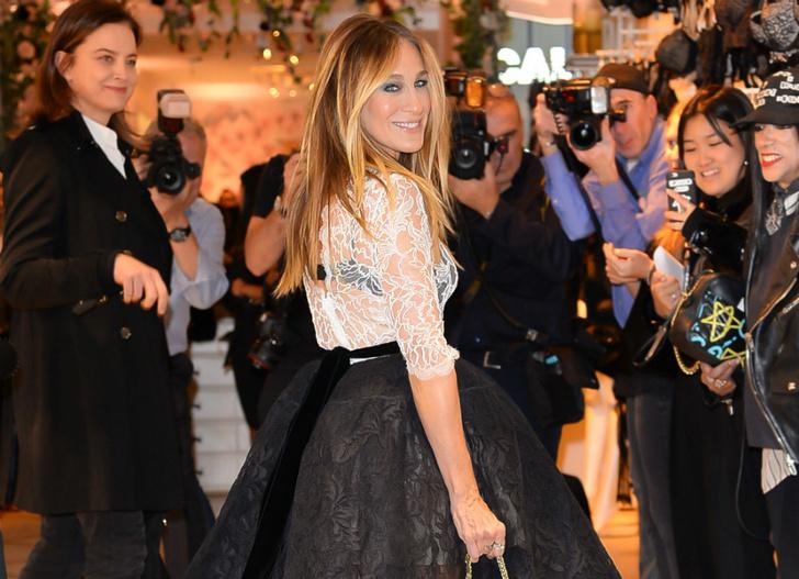 В стиле Кэрри Брэдшоу: Сара Джессика Паркер в платье Oscar de la Renta фото [3]