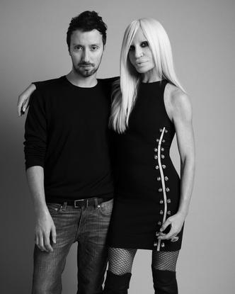 Прямая трансляция модного перфоманса Versus Versace в Лондоне