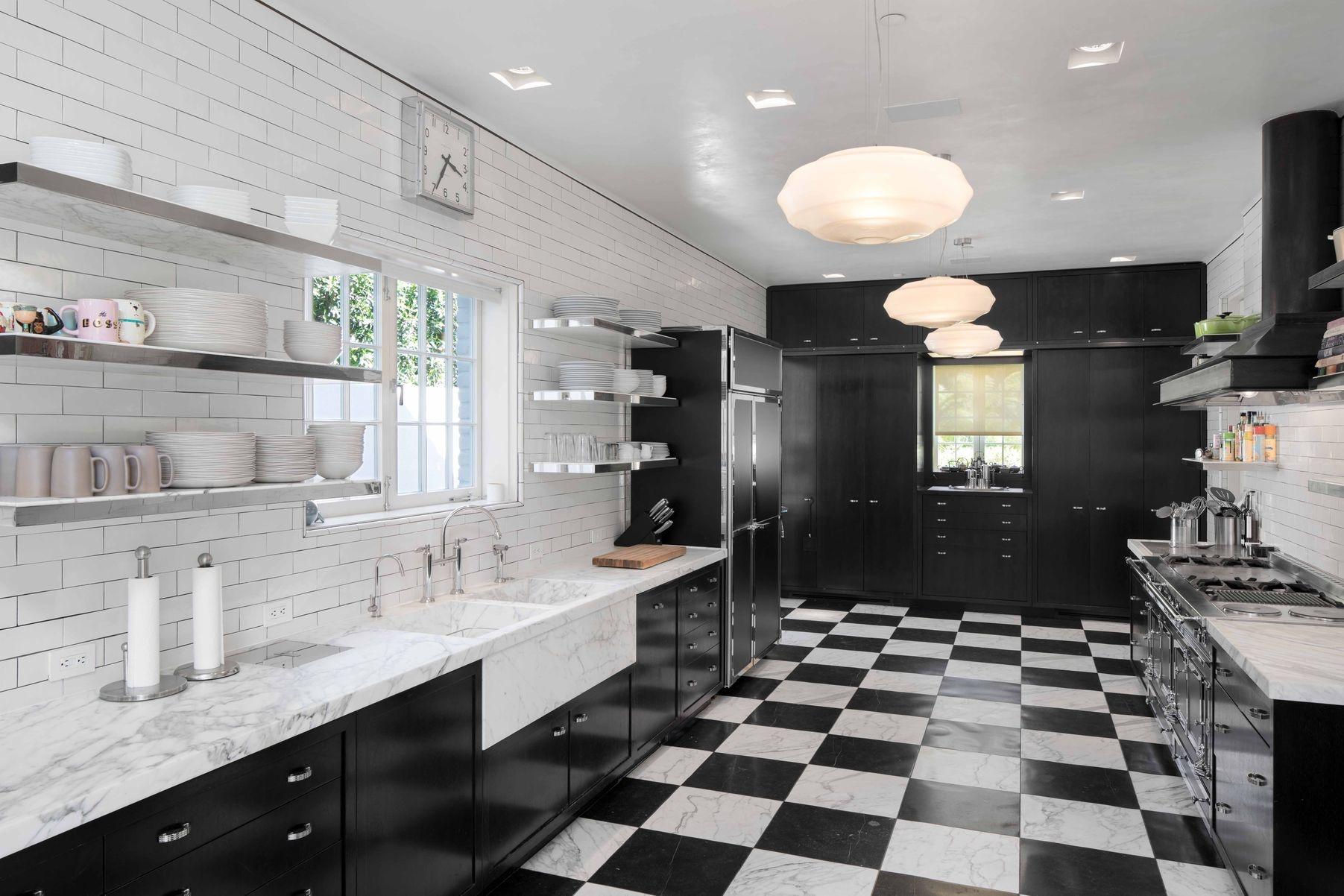Бывший дом Брэда Питта и Дженнифер Энистон выставлен на продажу (галерея 9, фото 0)