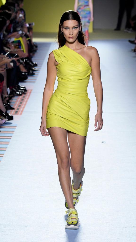 Энциклопедия красоты: 15 супермоделей на показе Versace (фото 4)