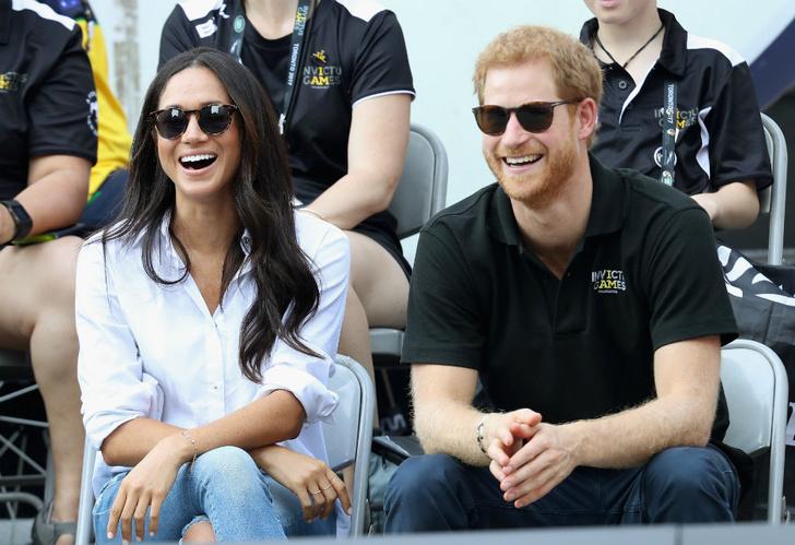 Меган Маркл и принц Гарри отправились на чаепитие с королевой фото [2]