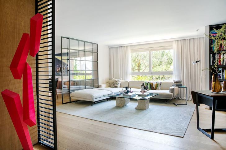 Современная квартира с яркими акцентам в центре Мадрида (фото 0)