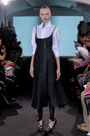 Показ Atelier Gustavo Lins коллекции сезона Осень-зима 2011-2012 года Haute couture - www.elle.ru - Подиум - фото 278121
