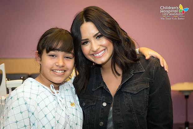 Деми Ловато посетила детскую больницу