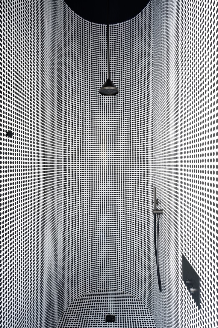 Темное царство: квартира в Милане (фото 17)