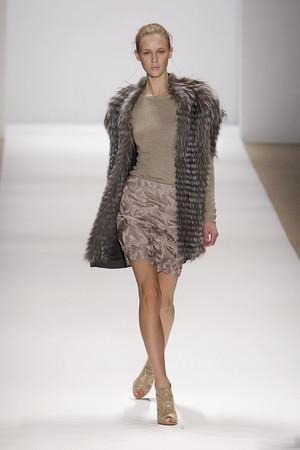 Показы мод Carlos Miele Осень-зима 2010-2011 | Подиум на ELLE - Подиум - фото 2843