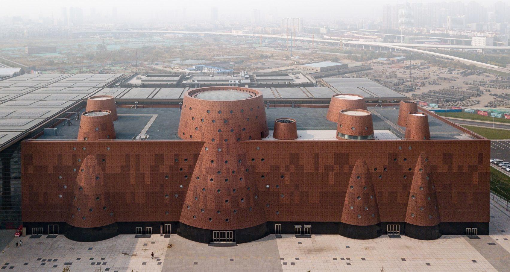 И медные трубы: новый музей по проекту Бернара Чуми в Китае (галерея 6, фото 4)