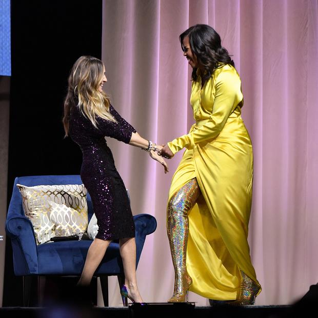 Затмила всех: Мишель Обама в шелковом платье и блестящих ботфортах Balenciaga (фото 0)