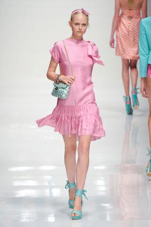 Показы мод Blugirl Весна-лето 2011   Подиум на ELLE - Подиум - фото 2537