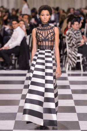 Показ Dior Haute Couture коллекции сезона Весна-лето 2018 года Haute couture - www.elle.ru - Подиум - фото 673341