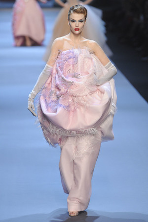 Показ Christian Dior коллекции сезона Весна-лето 2011 года haute couture - www.elle.ru - Подиум - фото 214946