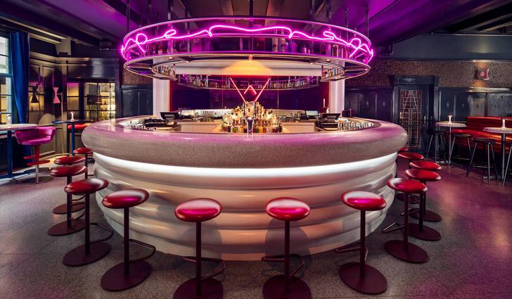 Яркий бар в Амстердаме (фото 10)