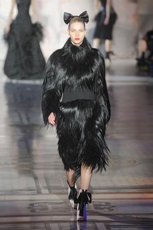 Показы мод Giles Осень-зима 2011-2012 | Подиум на ELLE - Подиум - фото 2271