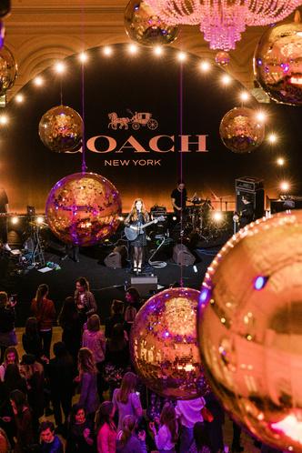 Вечеринка в стиле Studio 54 по поводу открытия бутика Coach в ГУМе (фото 2)