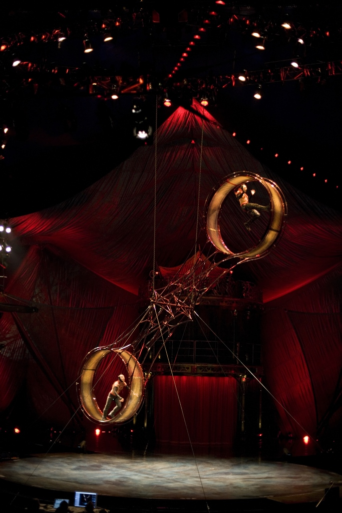 case study on cirque du soleil According to the case study on cirque du soleil, in the mid-1990s, cirque du soleil tried to better support its shows traveling around the world by establishing branch offices in north america, australia and asia.