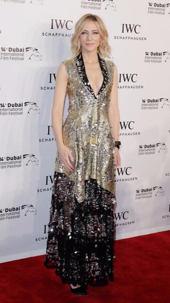 Кейт Бланшетт в платье Louis Vuitton из пайеток на премии IWC Filmmakers (фото 2)