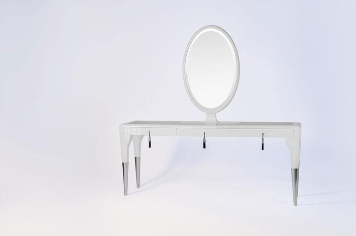 Столик Secret passion, дерево, рояльный лак, тонированное стекло, металл.