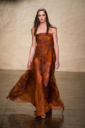 Показ Donna Karan New York коллекции сезона Весна-лето 2014 года prêt-à-porter - www.elle.ru - Подиум - фото 560002