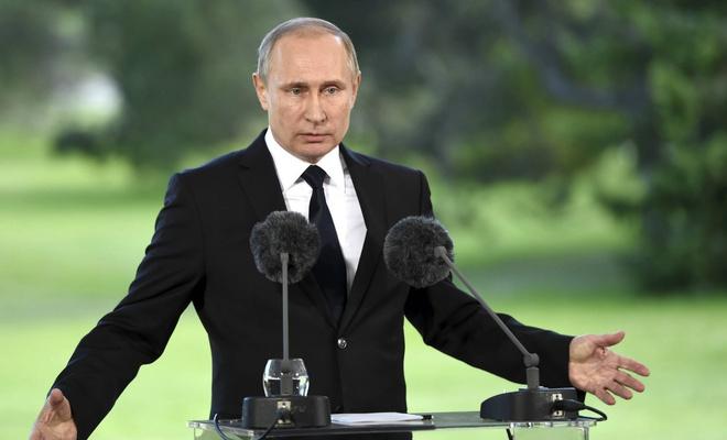 Владимиру Путину - 66 лет: стиль президента в лучших фотографиях (фото 1)