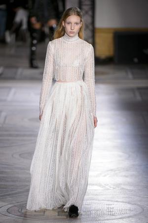 Показ Giambattista Valli коллекции сезона Весна-лето 2018 года Haute couture - www.elle.ru - Подиум - фото 671861