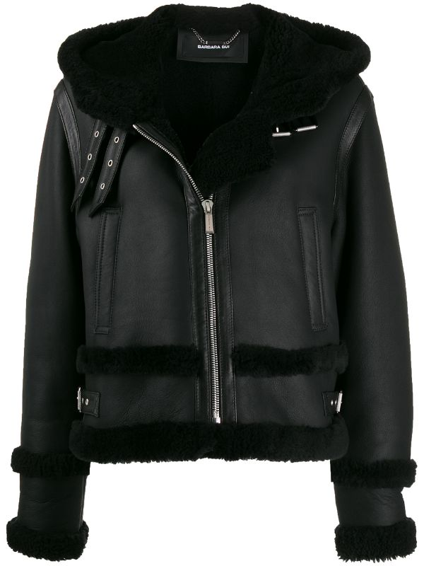 Кожаная куртка с мехом — лучшая покупка ноября (фото 11)