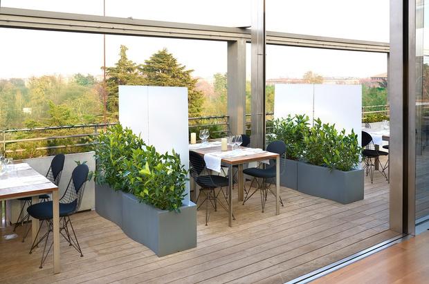 Кашпо и мебель для домашних растений (фото 24)