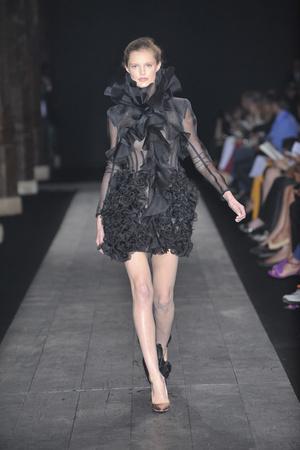 Показ Valentino коллекции сезона Осень-зима 2009-2010 года haute couture - www.elle.ru - Подиум - фото 88417