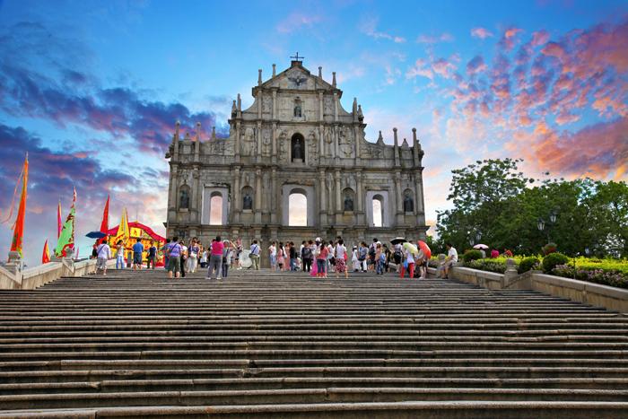 Увидеть буддийские храмы и католические церкви 2