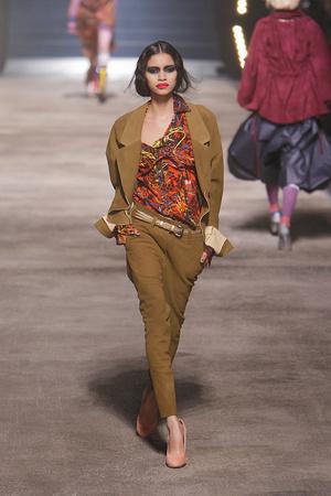 Показ Vivienne Westwood коллекции сезона Осень-зима 2010-2011 года Prêt-à-porter - www.elle.ru - Подиум - фото 155628
