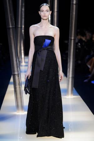 Показ Armani Prive коллекции сезона Весна-лето 2015 года haute couture - www.elle.ru - Подиум - фото 593150