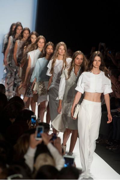 Все тренды показа BCBGMAXAZRIA весна-лето 2013 на Неделе моды в Нью-Йорке