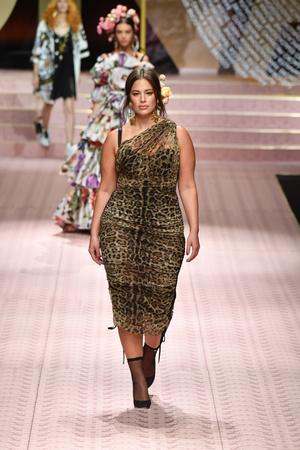 В духе Met Gala: звездопад на показе Dolce&Gabbana (фото 10.1)