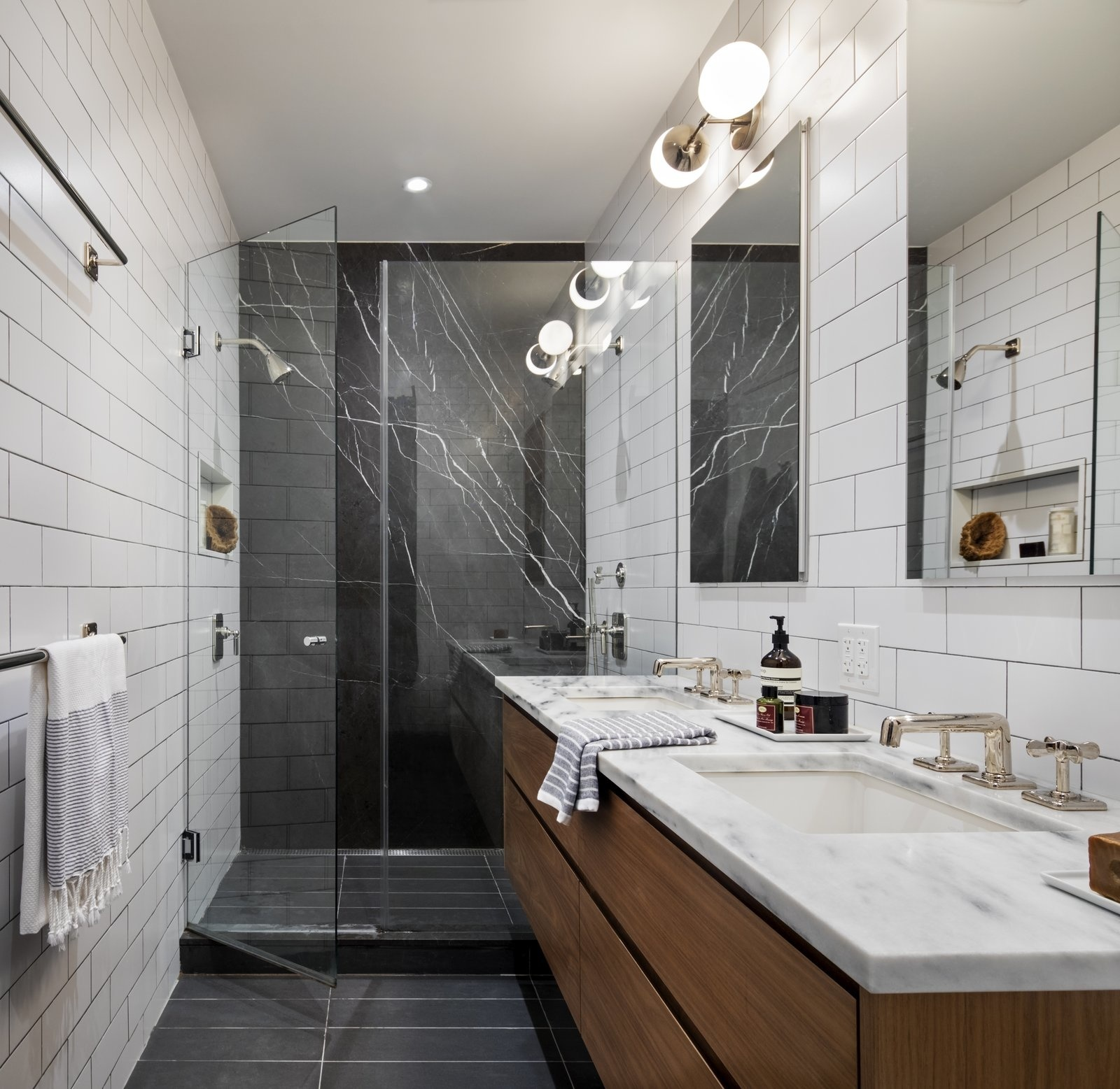 Одна ванная, две раковины: 20 примеров (галерея 1, фото 1)