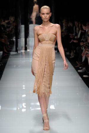 Показ Versace коллекции сезона Весна-лето 2011 года prêt-à-porter - www.elle.ru - Подиум - фото 185662
